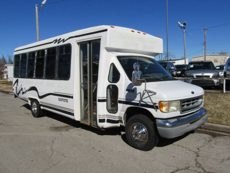 2001 Ford E-Series Chassis for sale at Dealer One Auto Credit in Oklahoma City OK