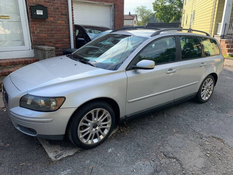 2005 Volvo V50 for sale at UNION AUTO SALES in Vauxhall NJ