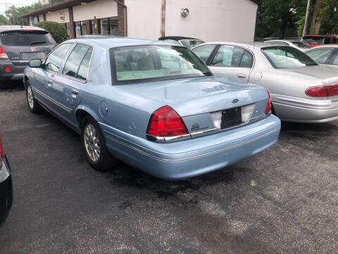 2005 Ford Crown Victoria for sale at Prospect Auto Mart in Peoria IL