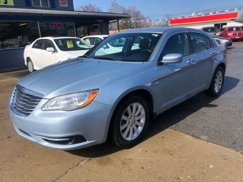 2013 Chrysler 200 for sale at Wise Investments Auto Sales in Sellersburg IN