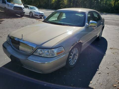 2004 Lincoln Town Car for sale at Mancuso Country Auto in Batavia NY