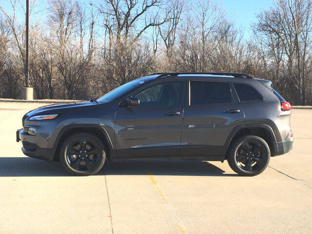 2018 Jeep Cherokee for sale at LANDMARK OF TAYLORVILLE in Taylorville IL