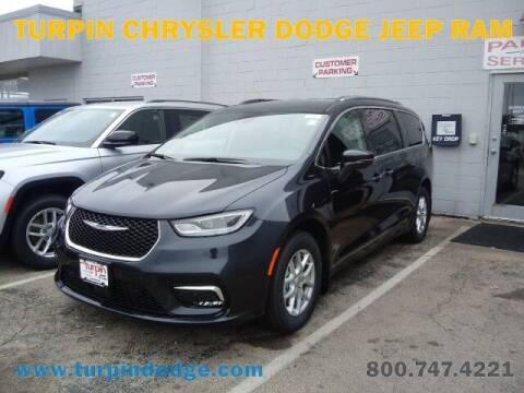 2021 Chrysler Pacifica for sale at Turpin Dodge Chrysler Jeep Ram in Dubuque IA