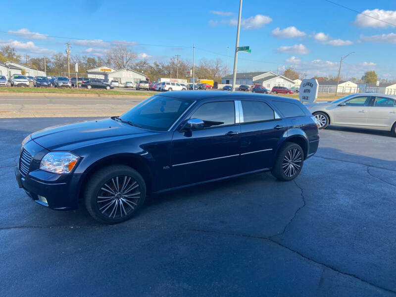 2006 Dodge Magnum for sale at Clarks Auto Sales in Middletown OH