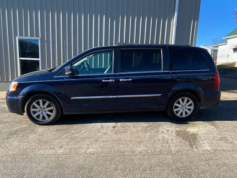 2015 Chrysler Town and Country for sale at Elizabeth Garage Inc in Elizabeth IL