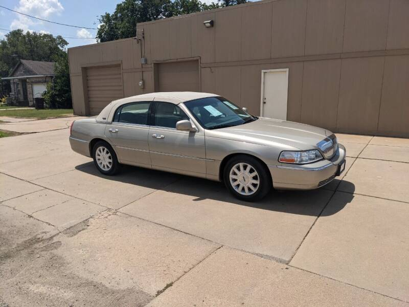 2011 Lincoln Town Car for sale in Mcpherson, KS