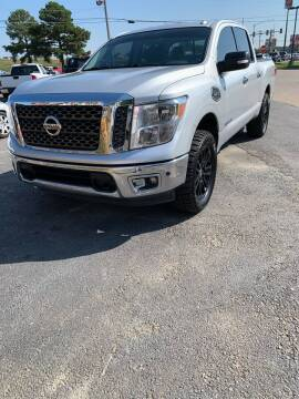 2017 Nissan Titan for sale at BRYANT AUTO SALES in Bryant AR