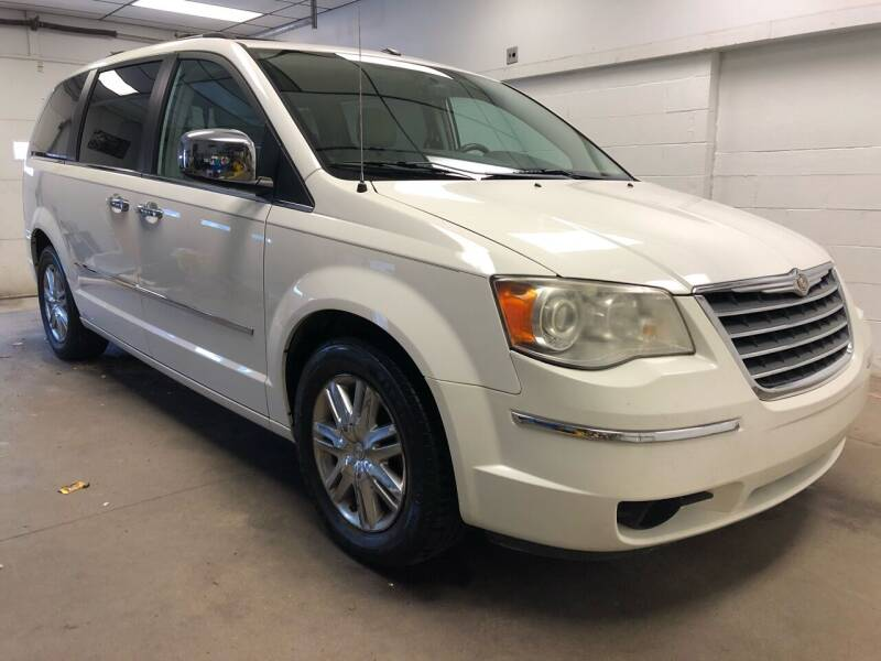 2010 Chrysler Town and Country for sale in Washington, IN