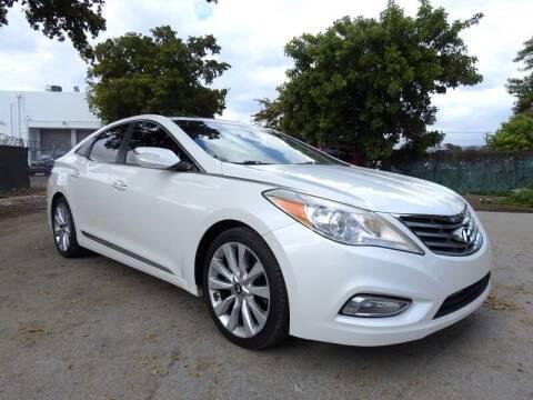 2013 Hyundai Azera for sale at SUPER DEAL MOTORS in Hollywood FL