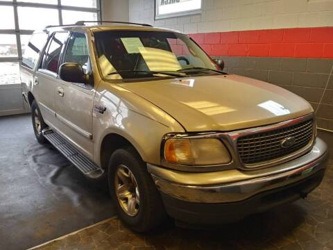 2000 Ford Expedition for sale at D & J AUTO EXCHANGE in Columbus IN