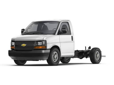 2021 Chevrolet Express Cutaway for sale at CHEVROLET OF SMITHTOWN in Saint James NY