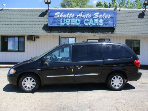 2006 Chrysler Town and Country for sale at SHULTS AUTO SALES INC. in Crystal Lake IL