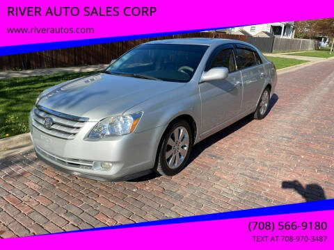 2005 Toyota Avalon for sale at RIVER AUTO SALES CORP in Maywood IL
