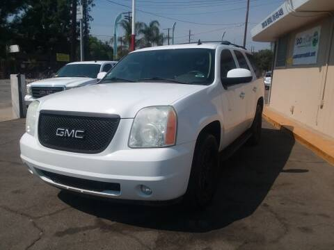 2009 GMC Yukon for sale at ZOOM CARS LLC in Sylmar CA