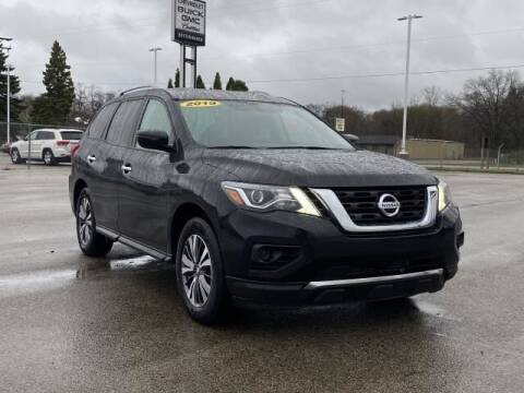 2019 Nissan Pathfinder for sale at Betten Baker Preowned Center in Twin Lake MI