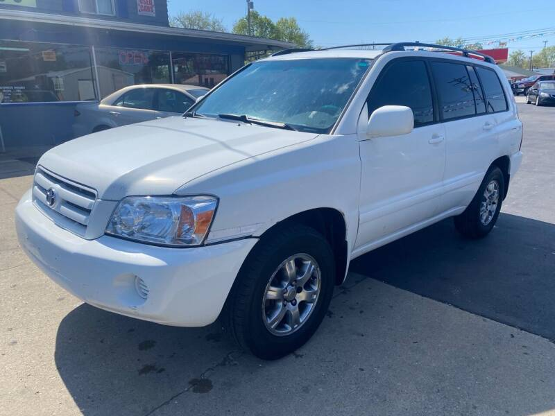2005 Toyota Highlander for sale at Wise Investments Auto Sales in Sellersburg IN