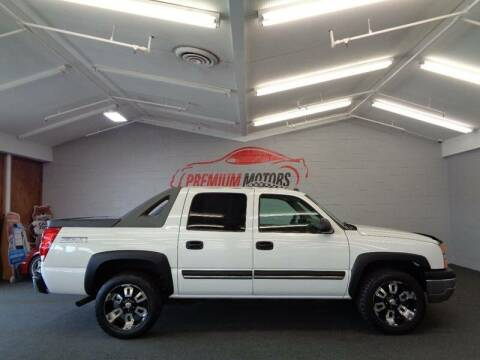 2004 Chevrolet Avalanche for sale at Premium Motors in Villa Park IL