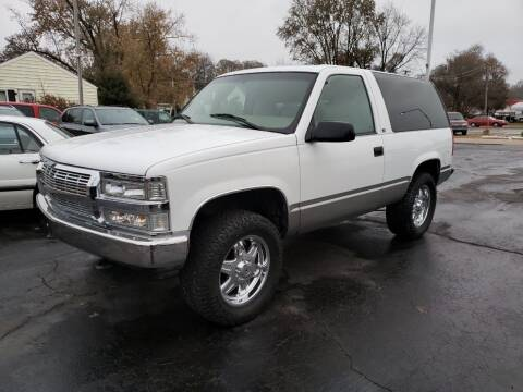 1999 Chevrolet Tahoe for sale at Advantage Auto Sales & Imports Inc in Loves Park IL