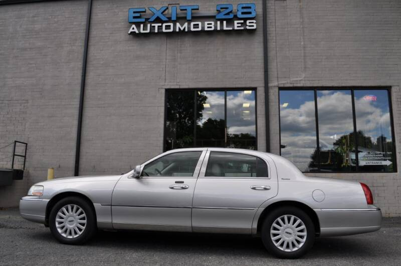 2005 Lincoln Town Car for sale at Exit 28 Auto Center LLC in Cornelius NC