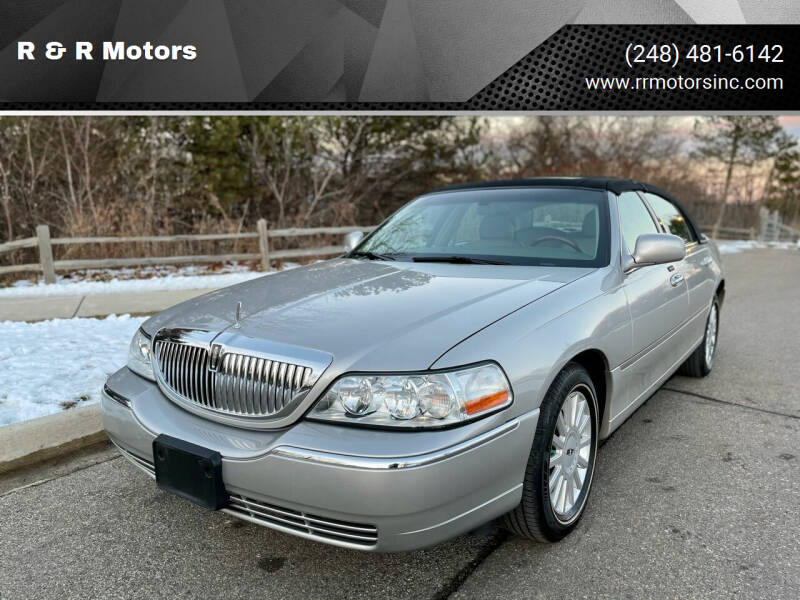 2005 Lincoln Town Car for sale at R & R Motors in Waterford MI
