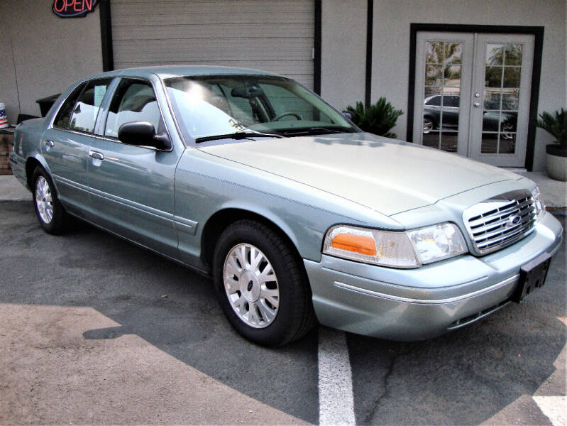 2005 Ford Crown Victoria for sale at DriveTime Plaza in Roseville CA