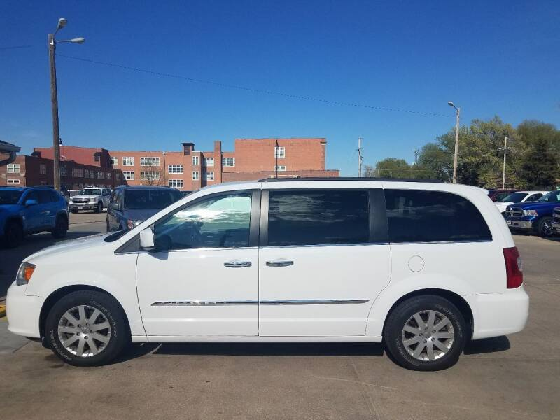 2015 Chrysler Town and Country for sale at DICK'S MOTOR CO INC in Grand Island NE