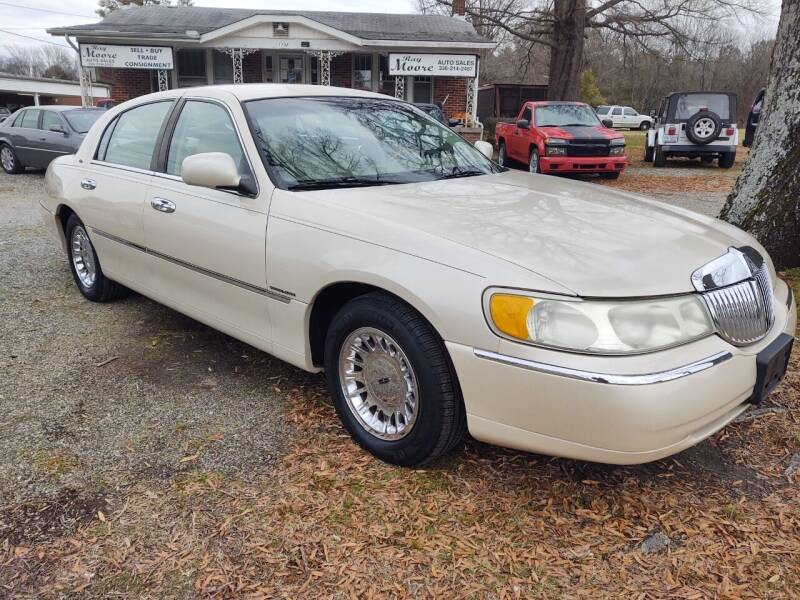 2000 Lincoln Town Car for sale at Ray Moore Auto Sales in Graham NC