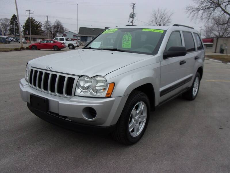 2006 Jeep Grand Cherokee for sale at Ideal Auto Sales, Inc. in Waukesha WI