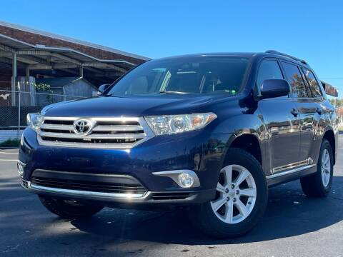 2013 Toyota Highlander for sale at MAGIC AUTO SALES in Little Ferry NJ