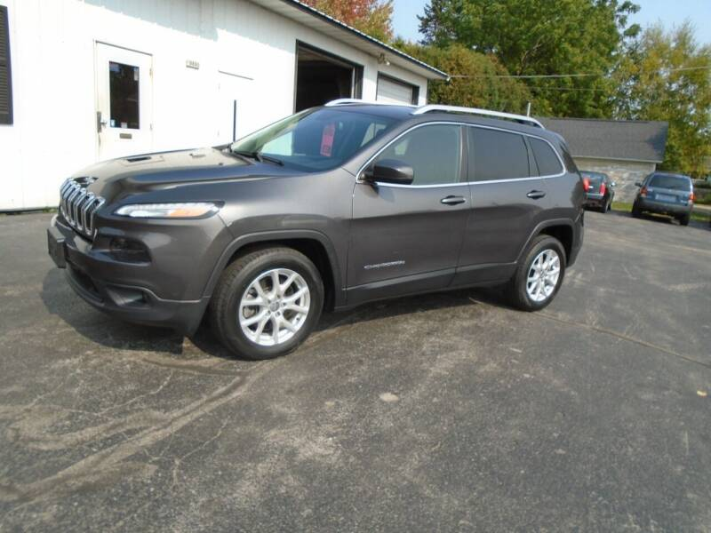 2015 Jeep Cherokee for sale at NORTHLAND AUTO SALES in Dale WI