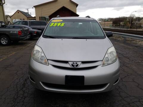 2008 Toyota Sienna for sale at Discovery Auto Sales in New Lenox IL