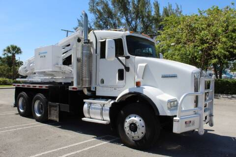 2004 Kenworth T800 for sale at Truck and Van Outlet in Miami FL