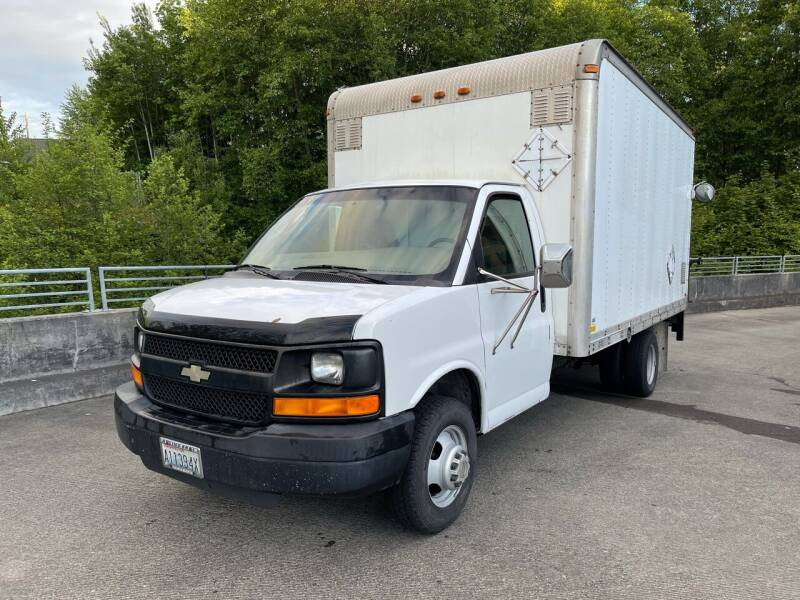 2005 Chevrolet Express Cutaway for sale at Zipstar Auto Sales in Lynnwood WA