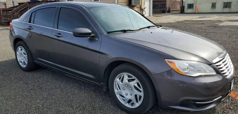 2014 Chrysler 200 for sale at Deanas Auto Biz in Pendleton OR