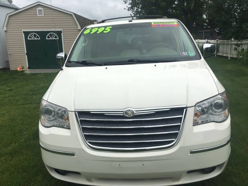2008 Chrysler Town and Country for sale at BIRD'S AUTOMOTIVE & CUSTOMS in Ephrata PA