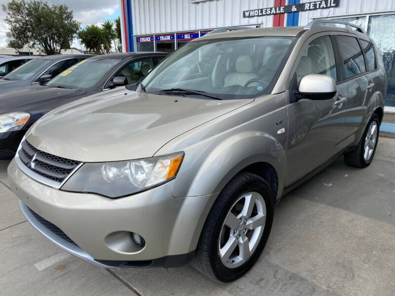 2008 Mitsubishi Outlander for sale at Ideal Car Sales in Los Banos CA