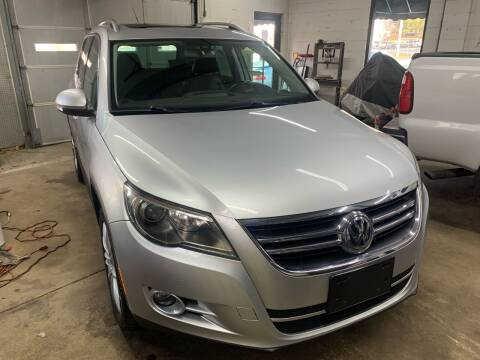 2011 Volkswagen Tiguan for sale at QUINN'S AUTOMOTIVE in Leominster MA