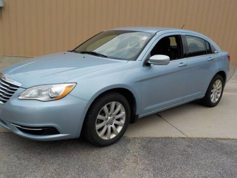 2013 Chrysler 200 for sale at Automotive Locator- Auto Sales in Groveport OH