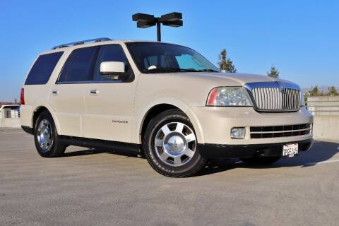 2006 Lincoln Navigator for sale at La Familia Auto Sales in San Jose CA