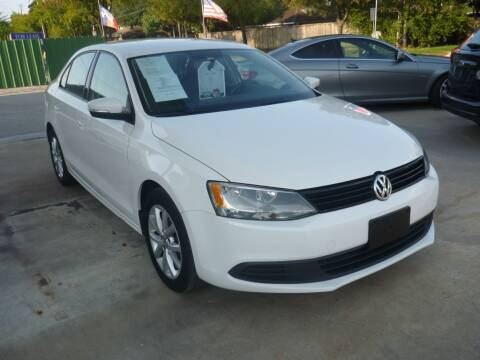 2012 Volkswagen Jetta for sale at Auto Outlet Inc. in Houston TX