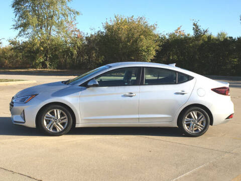 2019 Hyundai Elantra for sale at LANDMARK OF TAYLORVILLE in Taylorville IL