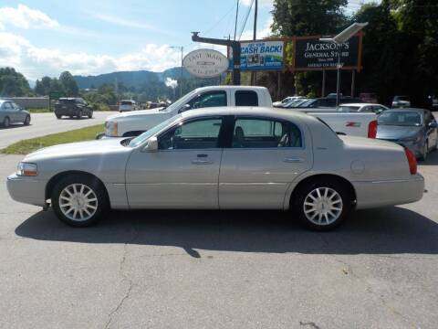2007 Lincoln Town Car for sale at EAST MAIN AUTO SALES in Sylva NC