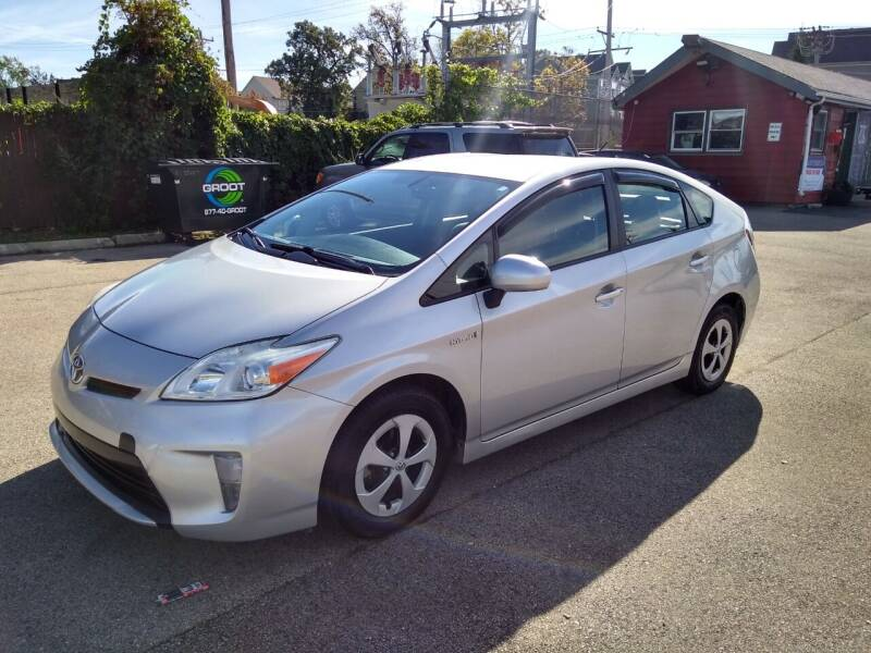 2013 Toyota Prius for sale at GLOBAL AUTOMOTIVE in Grayslake IL