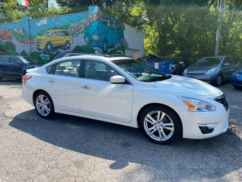 2013 Nissan Altima for sale at Showcase Motors in Pittsburgh PA