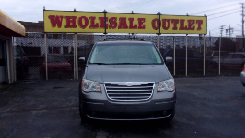 2009 Chrysler Town and Country for sale at LONG BROTHERS CAR COMPANY in Cleveland OH