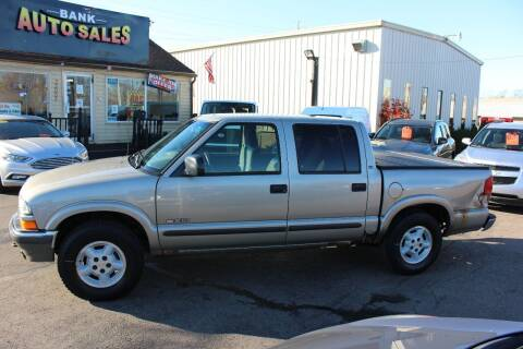 2002 Chevrolet S-10 for sale at BANK AUTO SALES in Wayne MI