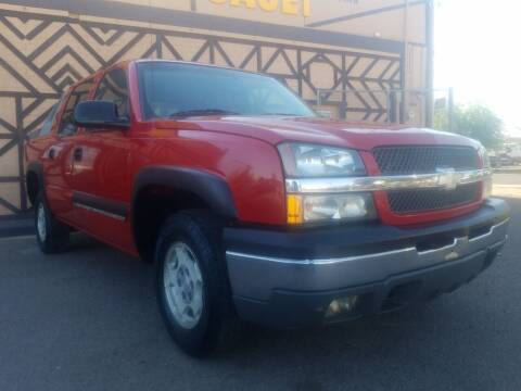 2004 Chevrolet Avalanche for sale at Used Car Showcase in Phoenix AZ