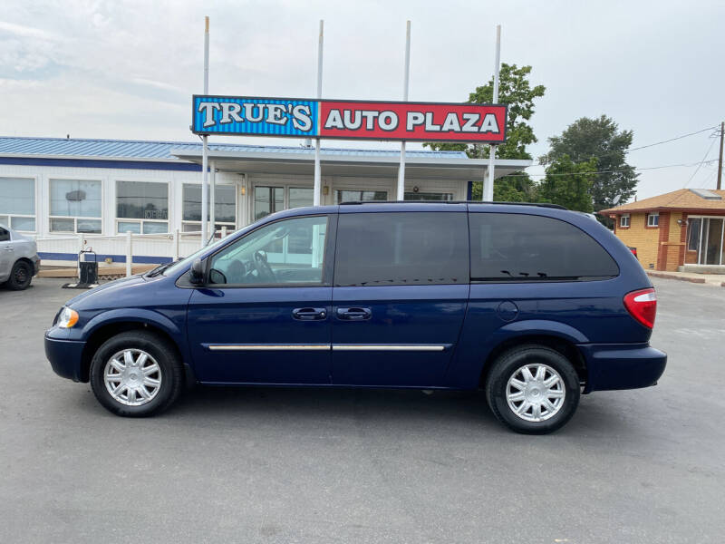 2006 Chrysler Town and Country for sale at True's Auto Plaza in Union Gap WA