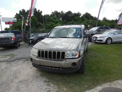 2006 Jeep Grand Cherokee for sale at SCOTT HARRISON MOTOR CO in Houston TX