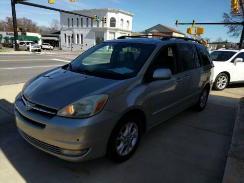 2005 Toyota Sienna for sale at ROBINSON AUTO BROKERS in Dallas NC